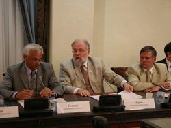 Пальцем в выборы: Центризбирком считает, что лучше голосовать без бюллетеней